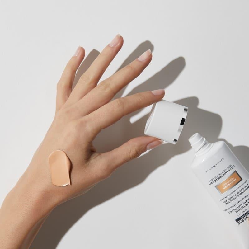 Institut Esthederm Photo Reverse tonēts ļoti augstas aizsardzības fluīds sejai ar pigmentācijas plankumiem 50 ml